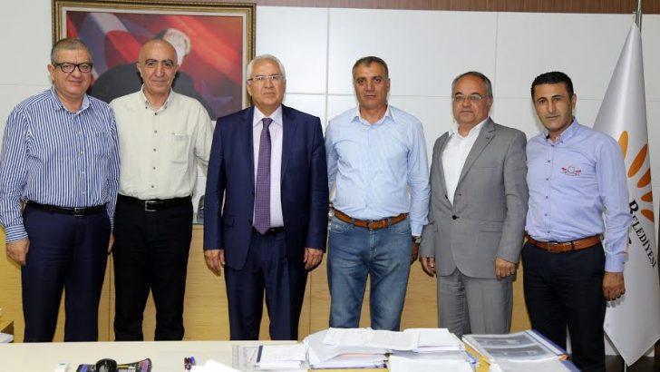 Karabağlar'da kadrolu işçilerin toplu sözleşme sevinci