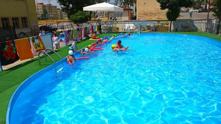 Portatif havuzlarda yüzme öğrenecekler