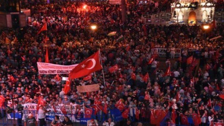 İzmir'de 'nöbet' tam gaz: 10 günde 300 bin kişi!