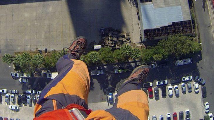 İzmir'deki 175 metrelik kuleden atladı