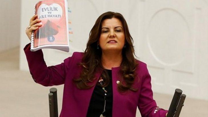 Belediyeden kadınlara: Çalışma, sevişirken konuşma, erkek öfkelenince sus!