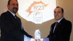 Utku Gümrükçü'ye 20. yıl ödülü verildi