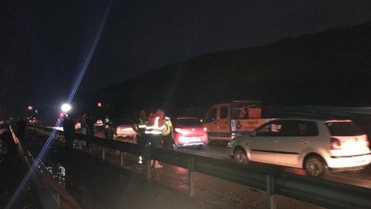 İzmir-Manisa karayolu heyelandan kapandı