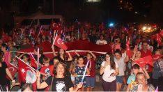 Karaburun Belediyesi 30 Ağustos Zafer Bayramı'nı fener alayı ve kortej yürüyüşü ile coşkuyla kutladı.