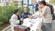Çiğli'de Yazar ve Okurlar Sokakta Buluştu