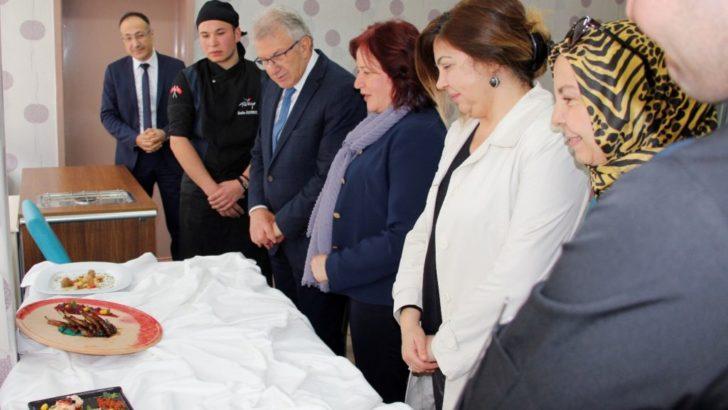 Başkan Eriş, geleceğin şeflerini tebrik etti