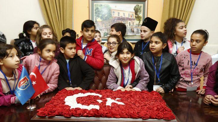 Latife Hanım Köşkü'nün 25 bininci ziyaretçisi Konaklı öğrenciler oldu