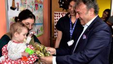 Onkoloji hastası çocukların  karne hediyesi Başkan İduğ'dan
