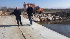 Kemalpaşa Belediyesi'nden çiftçiyi sevindiren köprü