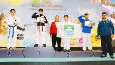 Foçalı karateci kardeşler madalyalarla döndü