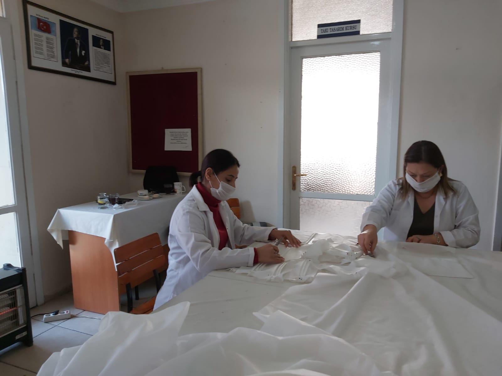 Menemen Belediyesi Koronavirüs'le mücadele kapsamında maske üretimine başladı