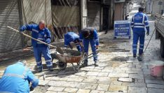 İzmirliler evde kalıyor İzmir'in yolları yenileniyor