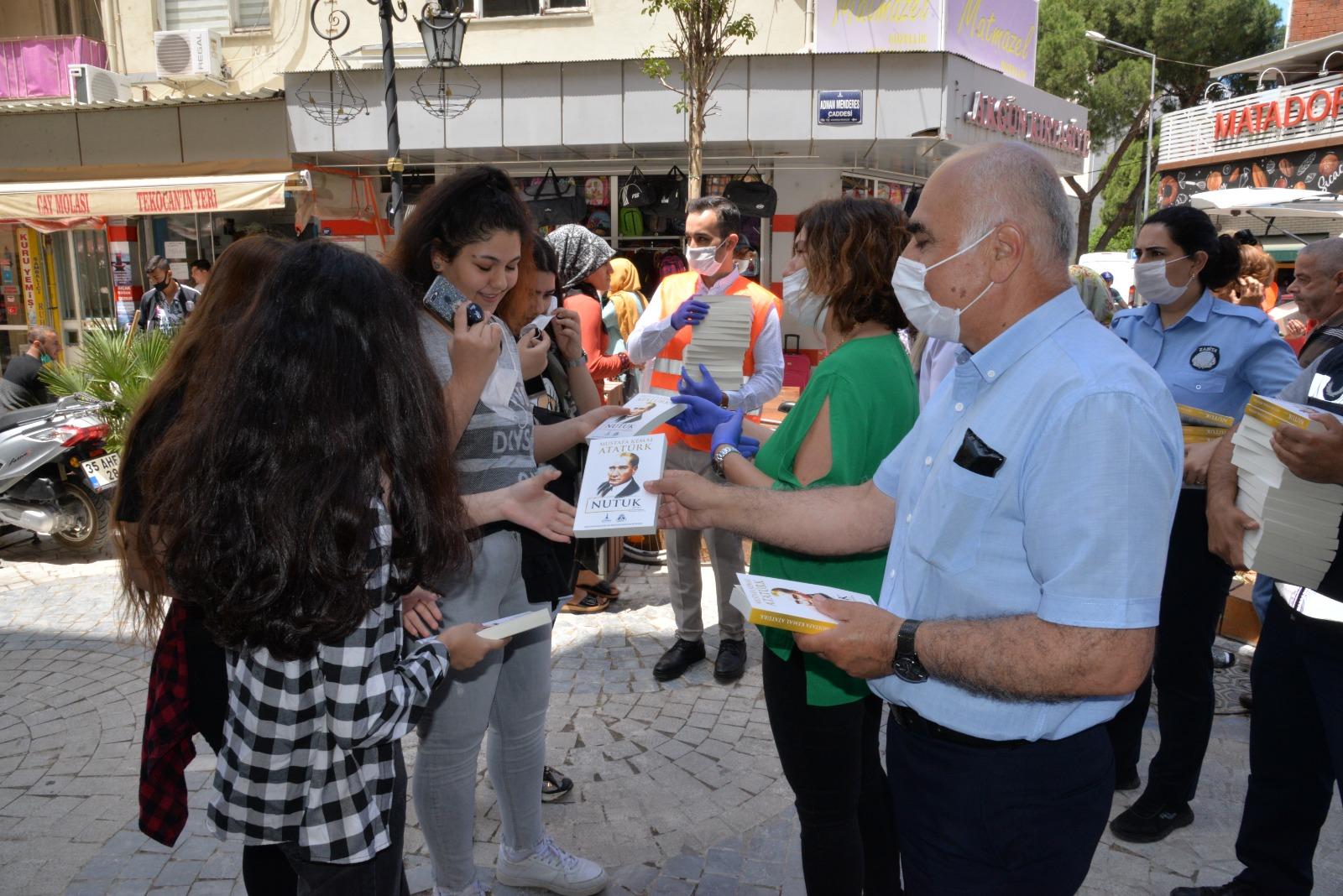 Dilek Aksoy'dan gençlere anlamlı hediye