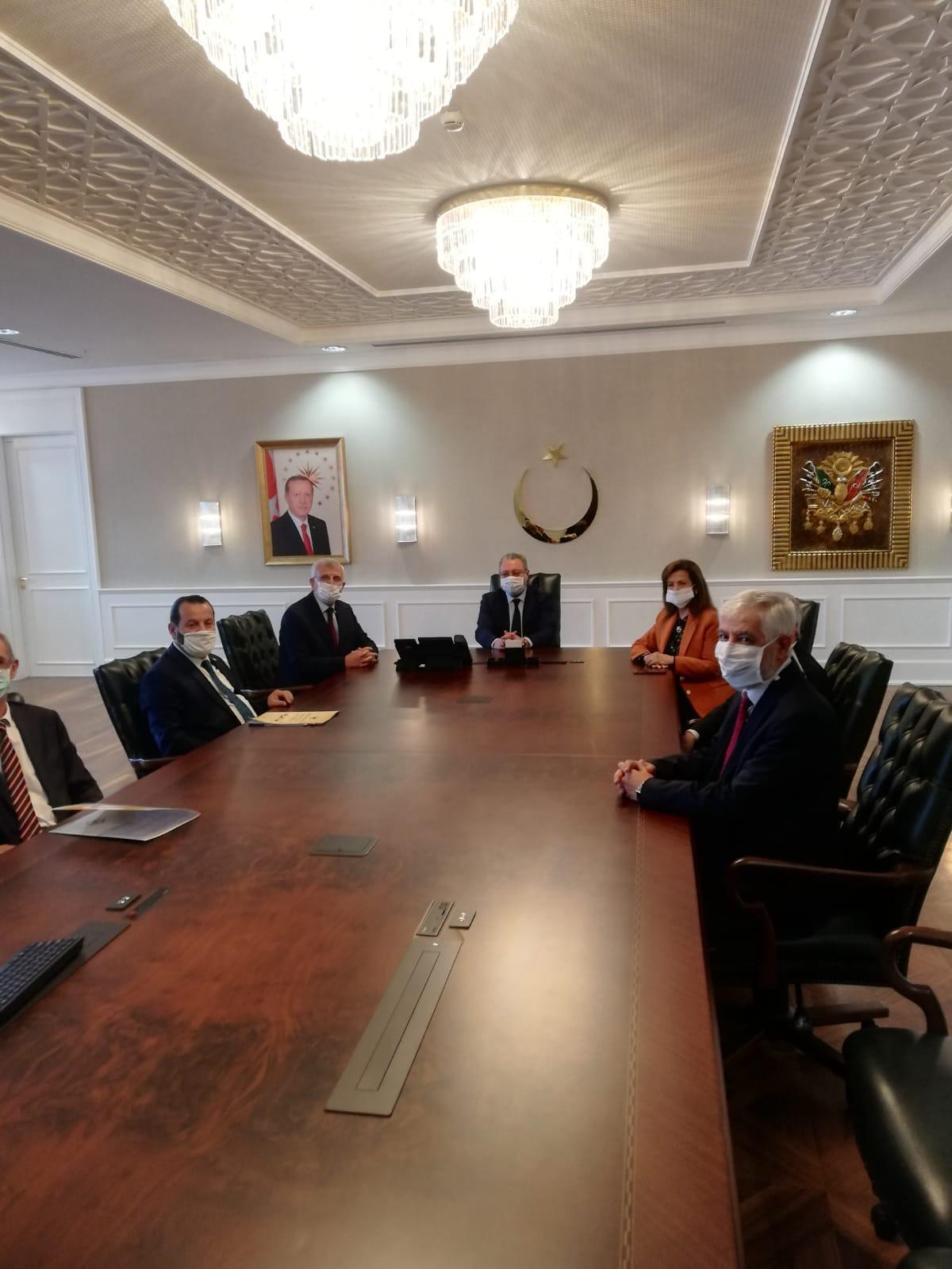 İzmir Demokrasi Üniversitesi ile Buca Seyfi Seyfi Demirsoy Devlet Hastanesi güç birliği için protokol imzaladı