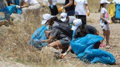 Başkan Kılıç çevre gönüllüleriyle 3 kamyon çöp topladı.