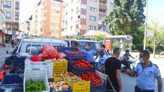 Karabağlar'da seyyar satıcılarla mücadele sürüyor