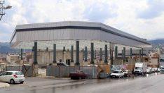 Karabağlar Belediyesi çok amaçlı tesisin yapımını hızla tamamlıyor.