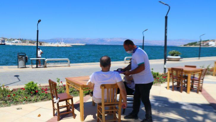 "Başkan Oran;  ""Çeşme'de denize karşı çay içmek 2 TL!"""