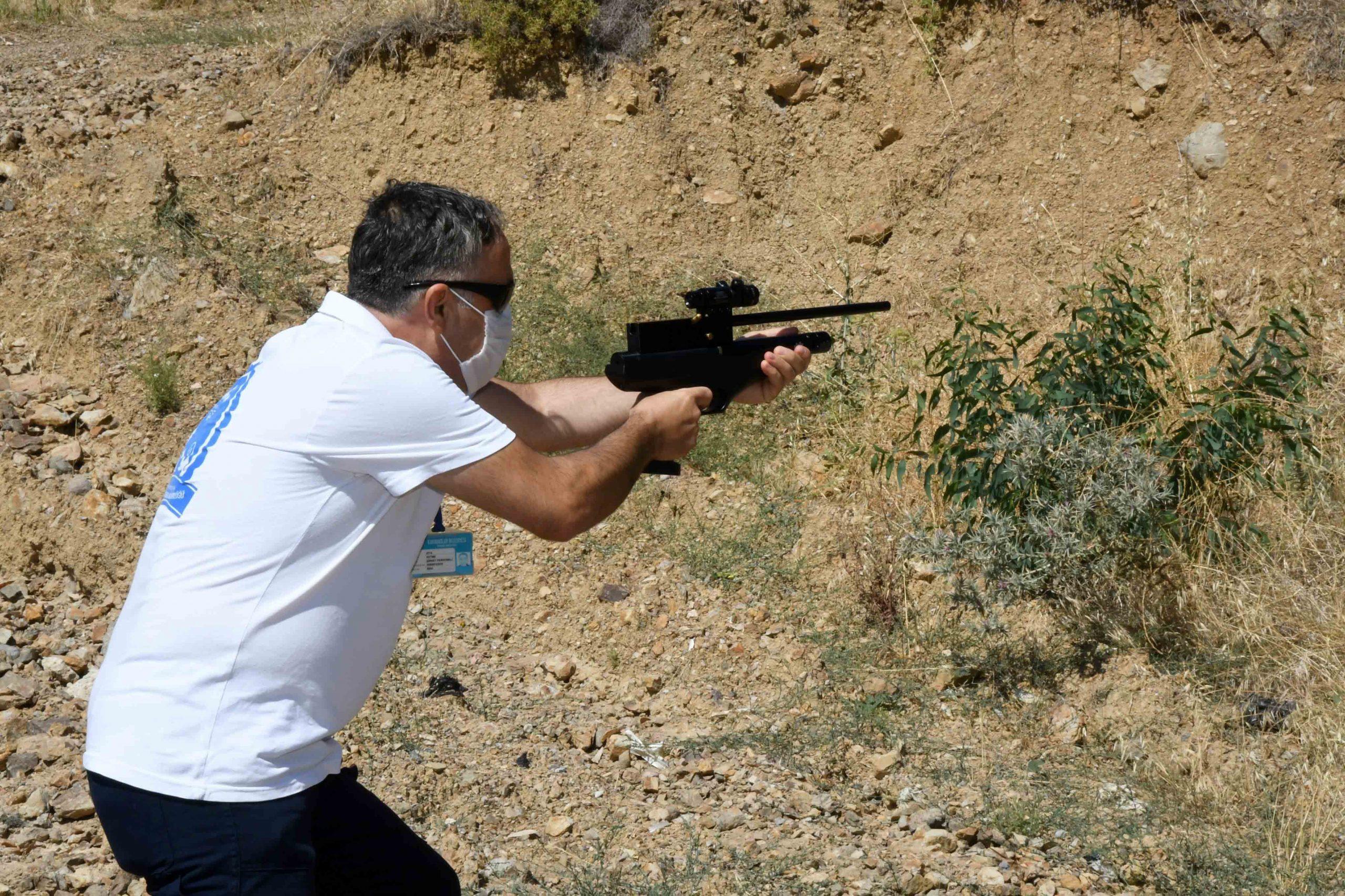 Karabağlar'da kurban yakalama timi