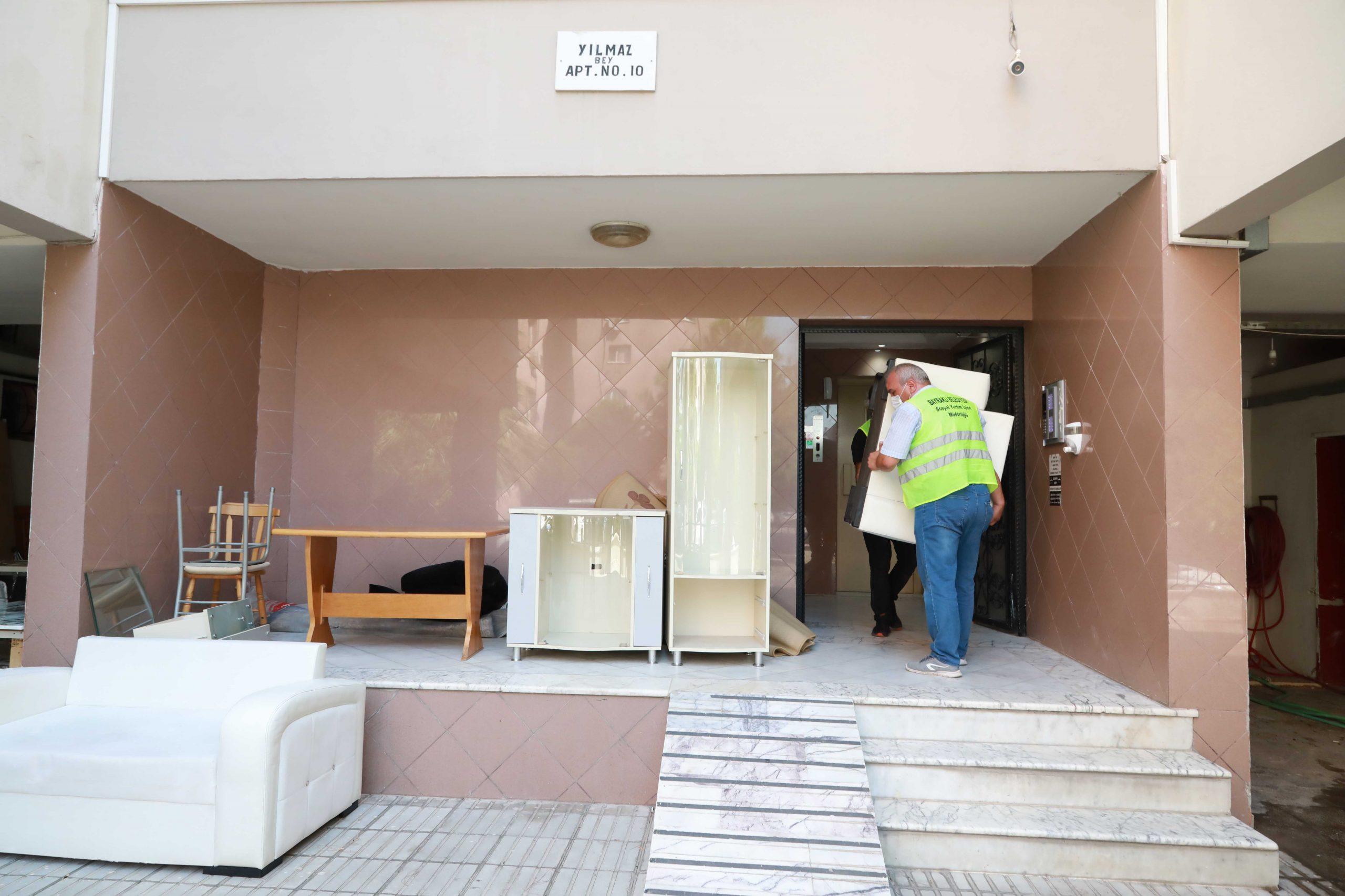 Bayraklı'da 185 ailenin ev eşyası yenilendi