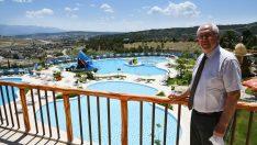 Karabağlar Belediyesi'nin yüzme havuzları ve kafetaryası bu yaz da yoğun ilgi gördü.