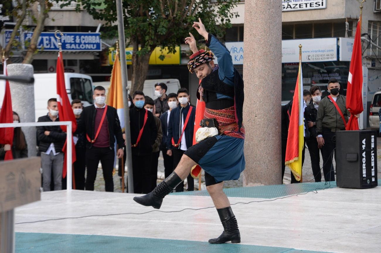 Cumhuriyet Bayramı Bergama'da törenlerle kutlandı