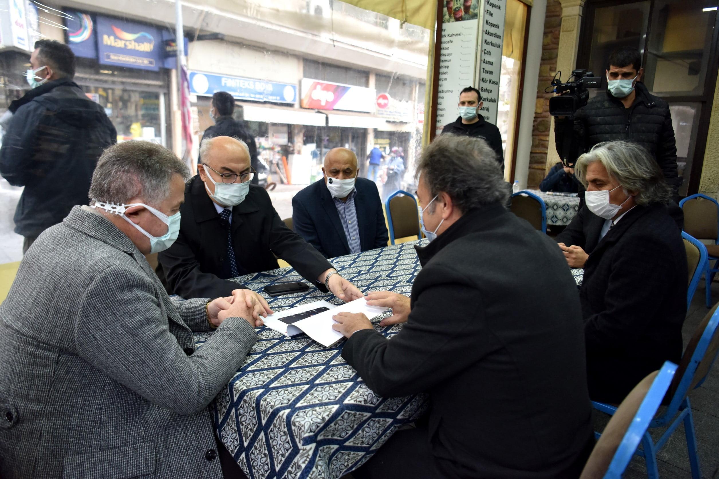 İzmir Valisi yeni yasaklar öncesi Bornova'da