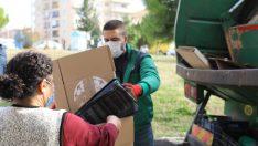 Geri dönüştürülebilir atık toplama aracı Buca'nın mahallelerinde