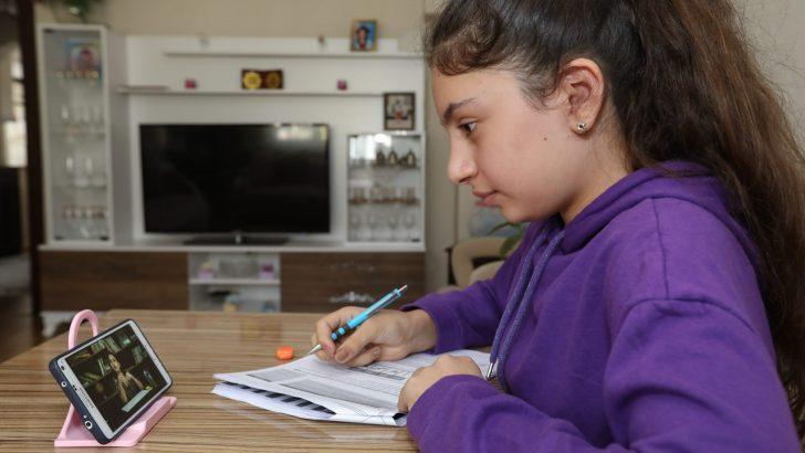 Online eğitim sürecinde Bucalı gençlere sınav desteği