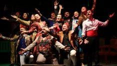 Görme engellilere sesli betimlemeli tiyatro