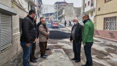 Karabağlar'da boş sokaklarda asfalt atağı