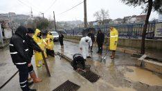 Gaziemir Belediyesi afetin izlerini siliyor