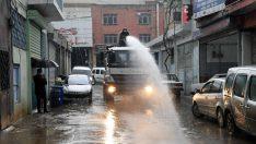 Rekor yağışın ardından Karabağlar'da mücadele sürüyor