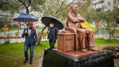 Başkan Soyer, Bekir Coşkun Heykeli'ne saldırıyı kınadı