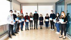 Çiğli'de Eczacılık Eğitimini Tamamlayan 75 Kursiyer Sertifikasını Aldı