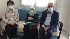 107 yaşındaki Ayşe Nine'nin Anneler Günü'nü kutladılar