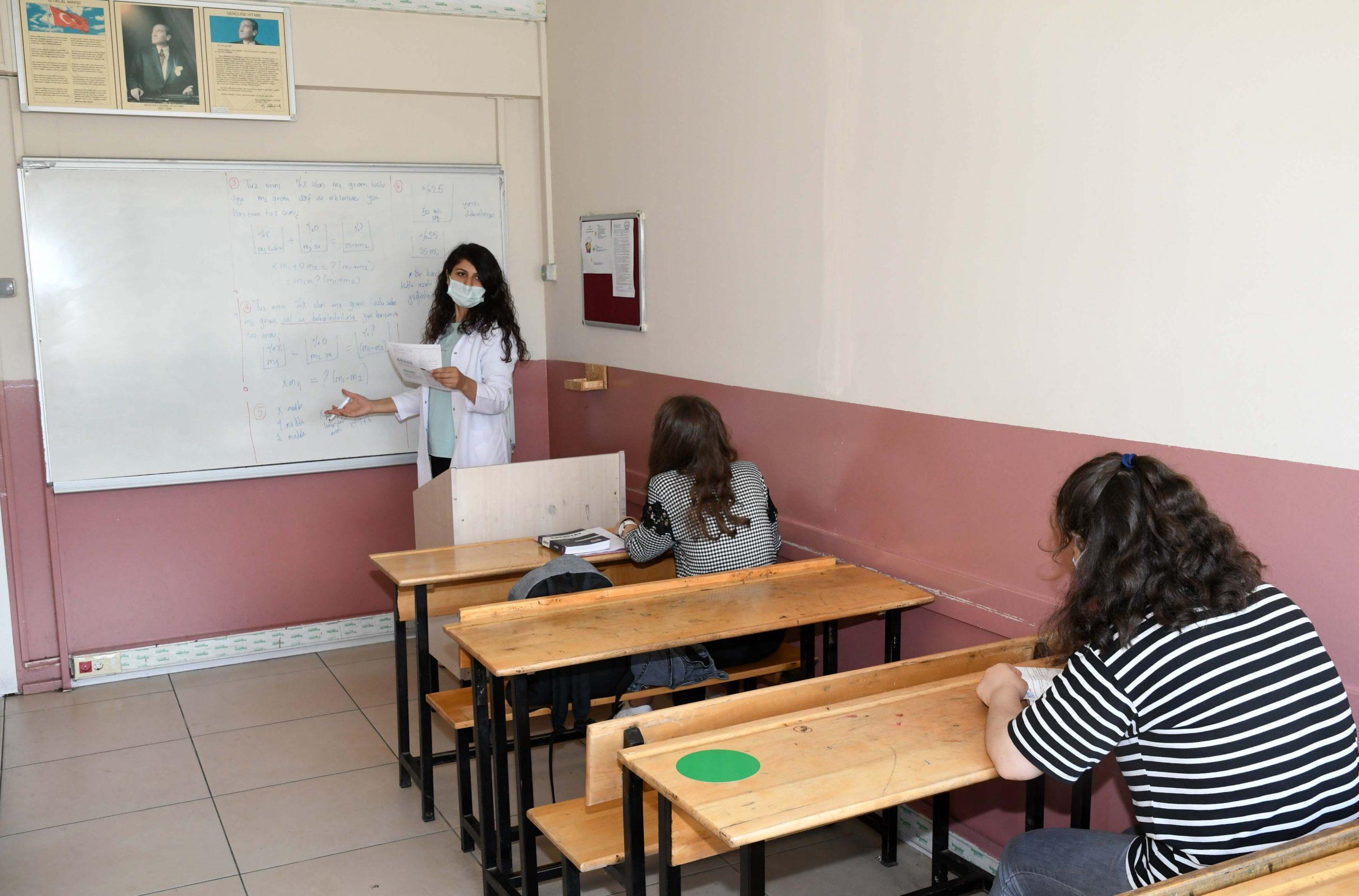 Karabağlar Belediyesi eğitimde fırsat eşitliği yaratıyor.