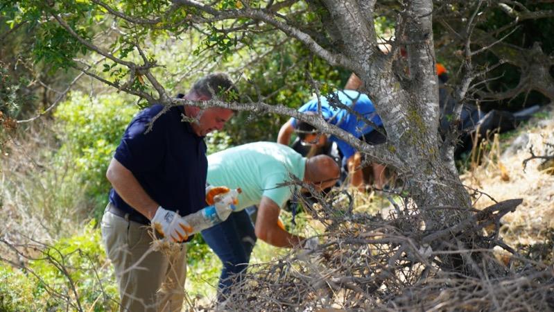 Belediye personeli ve gönüllüler el ele verdi, ormanlık bölgelerden torbalarca atık toplandı