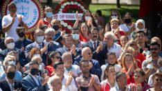 Konak'ta 30 Ağustos Gültepe Meydan Parkındaki Atatürk'ün anıtı başında coşkuyla kutlandı