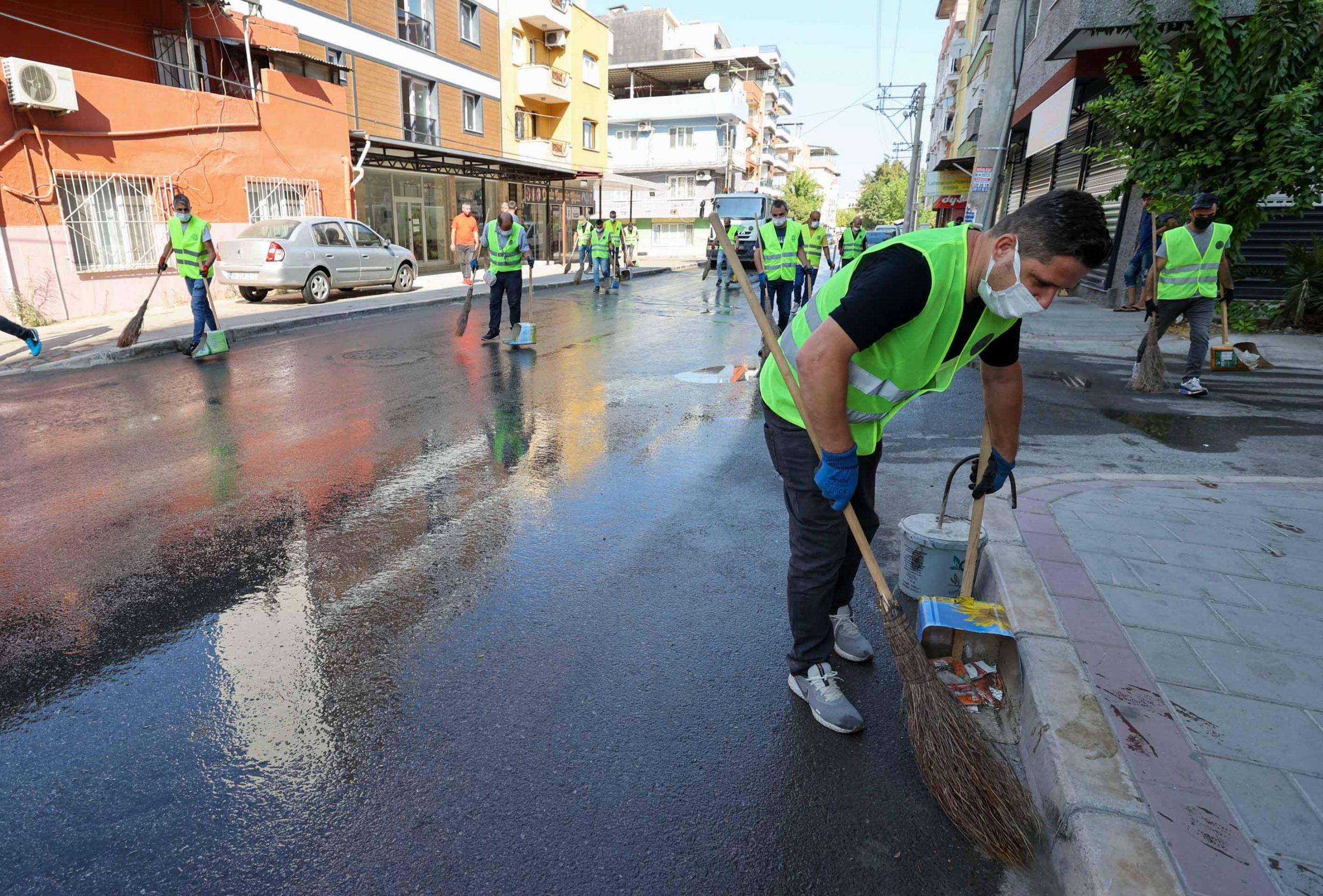 Buca sokaklarında dip köşe sonbahar temizliği