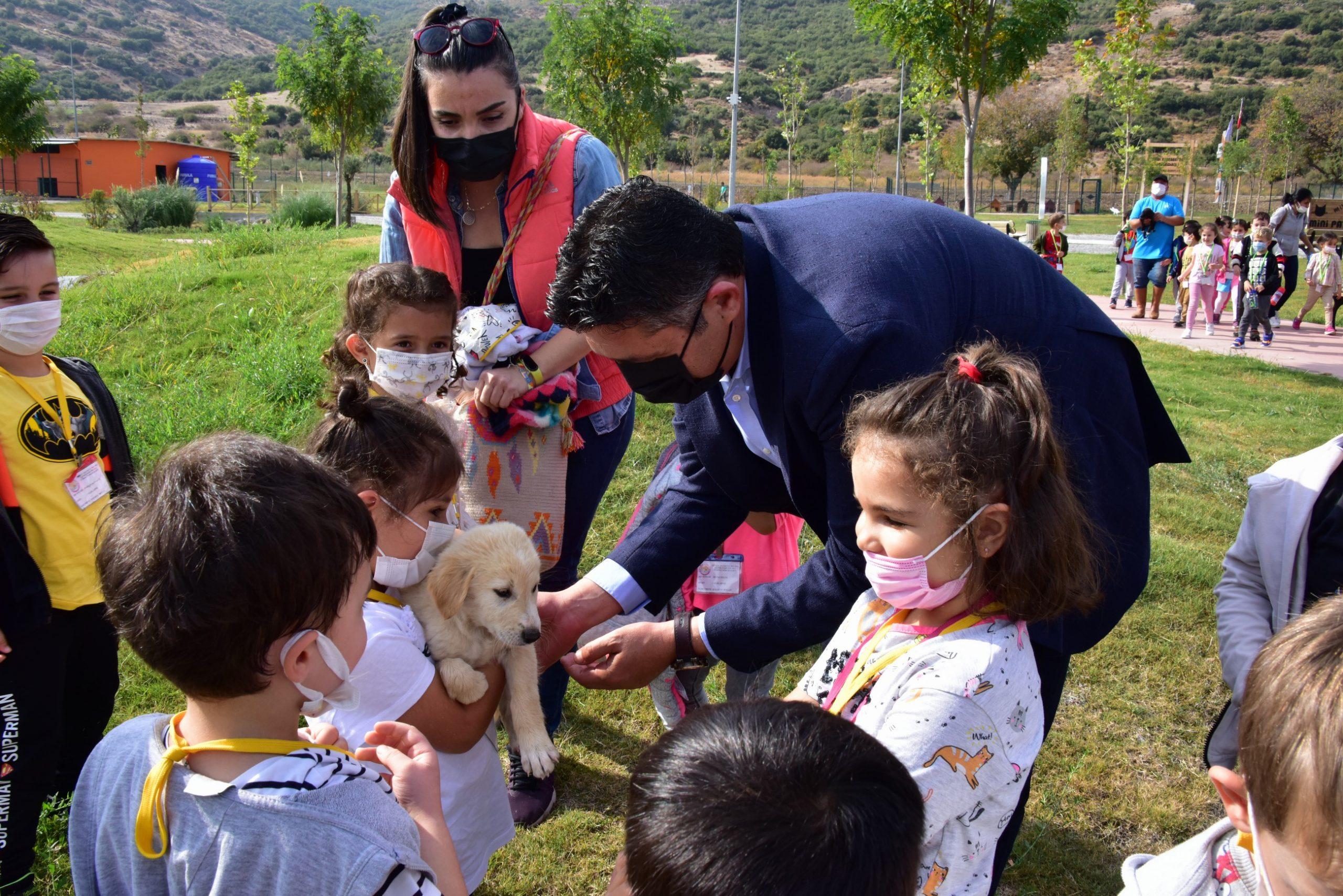 Başkan Serkan Acar, Pati Park'ta Miniklerin Mutluluğuna Ortak Oldu