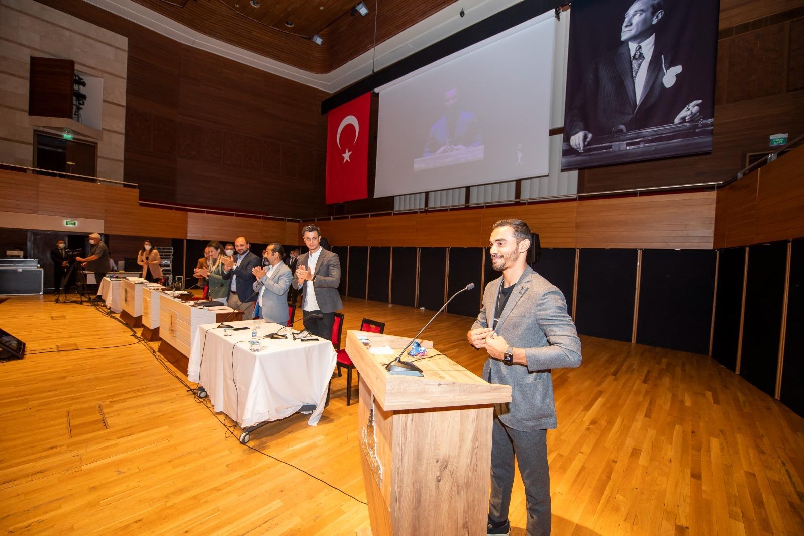 İzmir Büyükşehir Belediyesi Meclisi'nde gurur tablosu