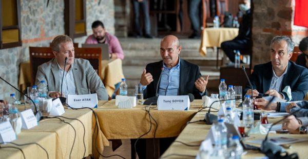 İzmir Büyükşehir Belediyesi'nin Konak'taki ana hizmet binası için Danışma Kurulu çalışmalara başladı