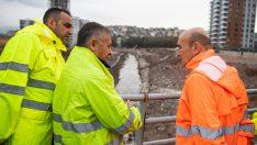 Başkan Soyer'den yağmur altında İZSU mesaisi